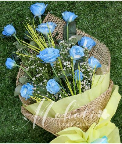 1 Dozen Blue Rose Spray (Arm Bouquet)